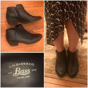 Bass matte black ankle boots